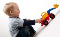 Ребенку 2 года. Игры и развитие ребенка в 2 года. Питание и режим дня ребенка во 2 год жизни. Что должен уметь делать ребенок в 2 года.